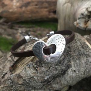 bracelet cuir et coeur